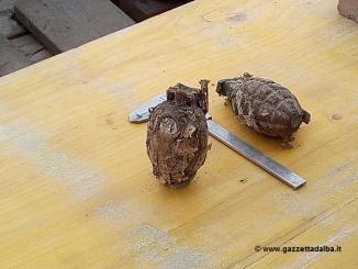 """Nella foto le due bombe """"a grappolo"""" ritrovate e fatte brillare a Guarene"""