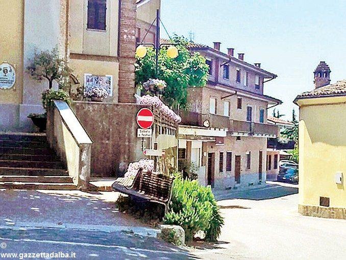 Procede la riqualificazione del centro storico di Barbaresco