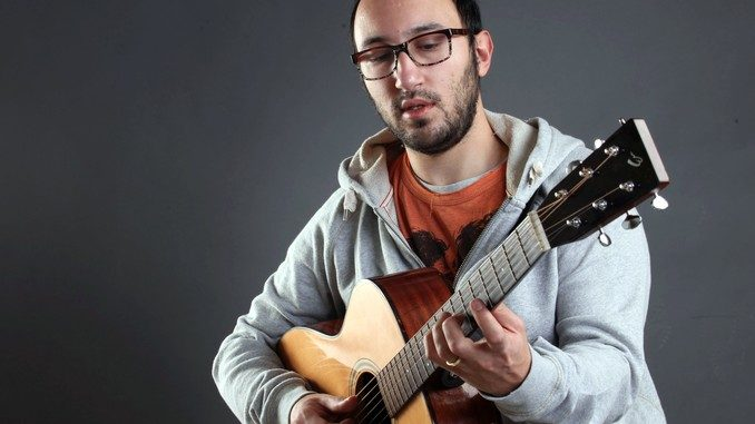 Inizia da Omegna il tour estivo del chitarrista Filippo Cosentino