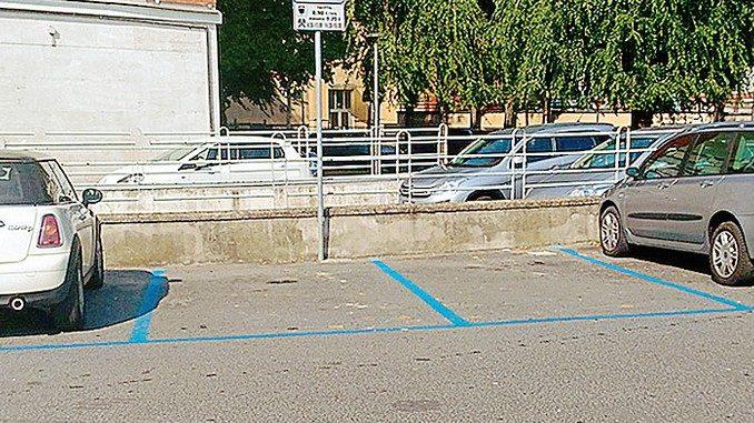Sosta in piazzale Giovannoni, ma non per i disabili
