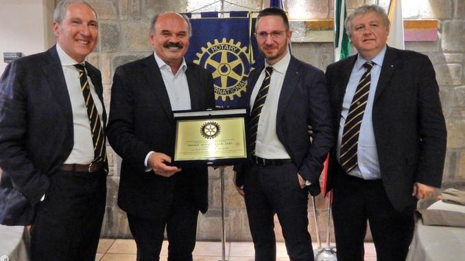 Il Rotary consegna il premio Alba al fondatore di Eataly
