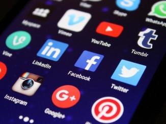 """Il Garante della privacy: """"Attenzione a pubblicare le foto dei figli sui social"""""""