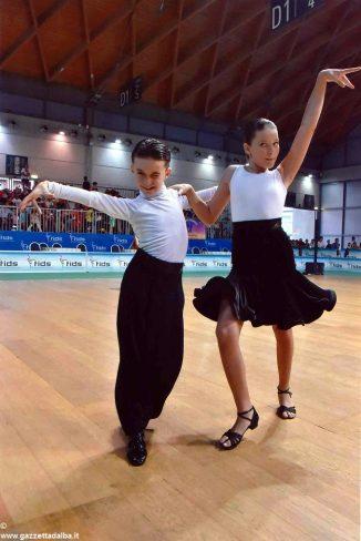 Danza sportiva: stagione in crescendo per gli atleti della scuola L'alba del ritmo 1