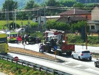 Un brutto incidente al semaforo di Scaparoni/Piana Biglini riapre la discussione sulla sicurezza