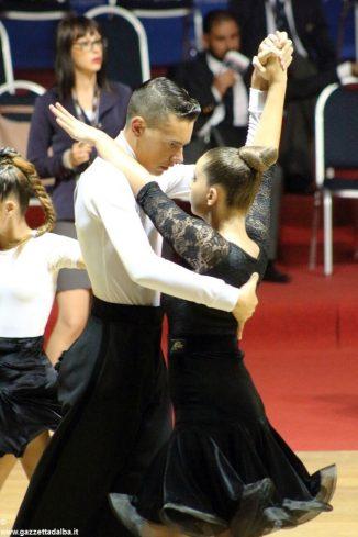 Danza sportiva: stagione in crescendo per gli atleti della scuola L'alba del ritmo 2
