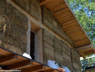 Bra: la casa fatta di paglia si riscalda con soli 300 euro