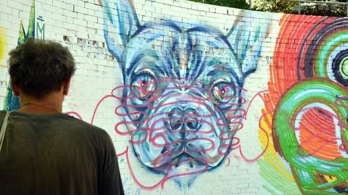 Deturpato il grande murales nell'area verde di via Miroglio