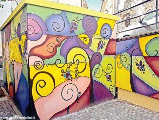 Murales dedicati alla vite cambiano volto alla cabina dell'Enel
