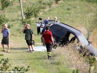 Pensionato esce di strada con l'auto tra Bossolasco e Serravalle Langhe e muore