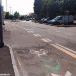 La Fiab denuncia: «Sulle piste ciclabili pericolose il Comune tace»