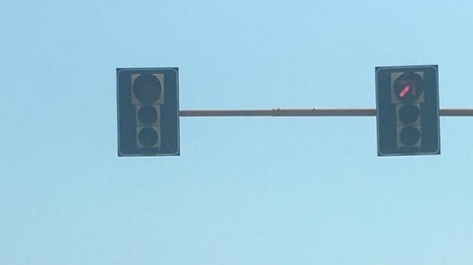 """I lettori denunciano il malfunzionamento del semaforo di Piana Biglini: """"Grave rischio per gli automobilisti"""" 1"""