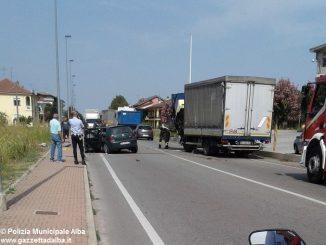 Grave incidente tra un'auto e un camion a Vaccheria 2
