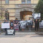Protesta degli animalisti davanti al macello di Bra: le foto e i video della giornata