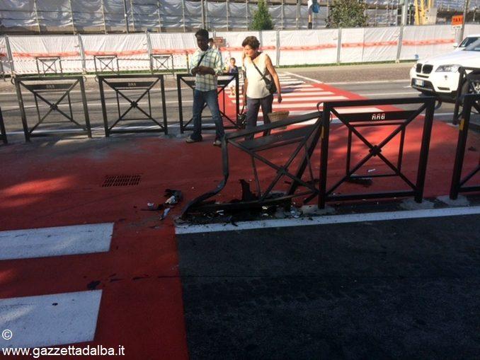 Già abbattute le nuove barriere del passaggio pedonale di Bra 1
