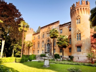Marchesi e servitù in costume guidano i turisti al castello del Roccolo