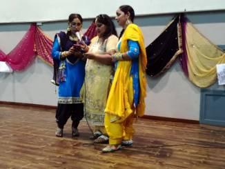 A Bra la colorata festa delle donne indiane sikh