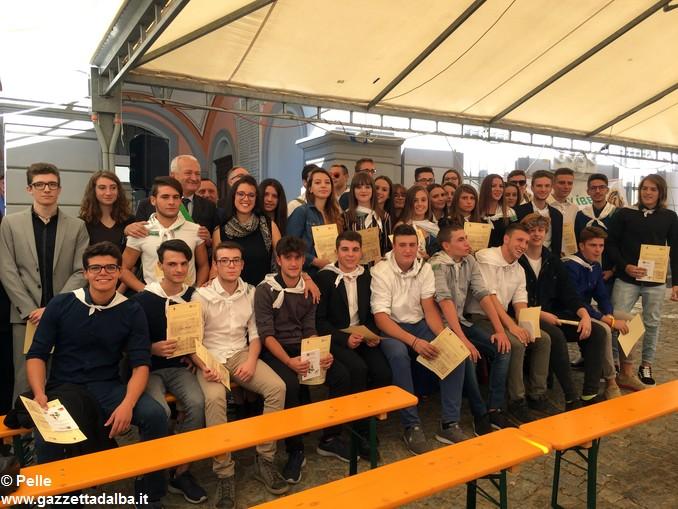 Guarene costituzione ai diciottenni 99 foto gruppo (1)