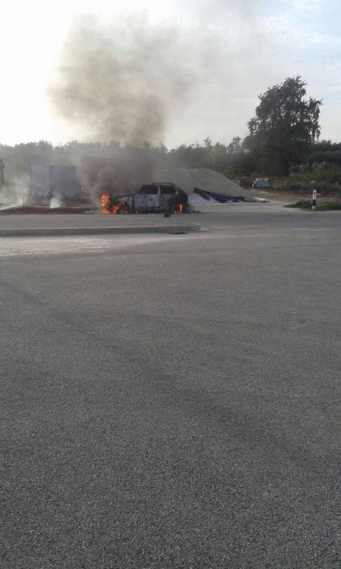 Auto in fiamme a Montà, illeso il conducente 1