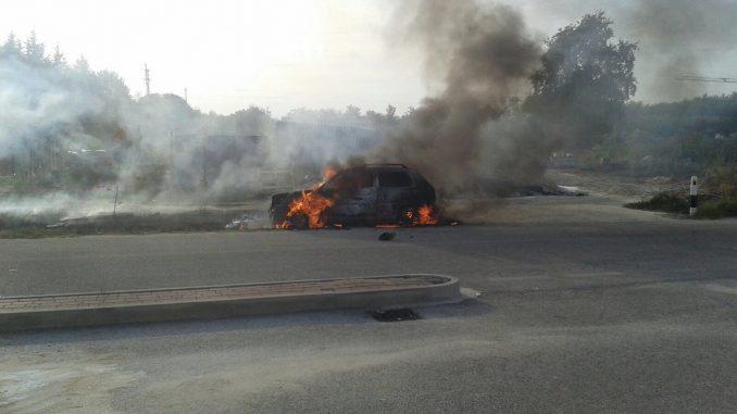 Auto in fiamme a Montà, illeso il conducente