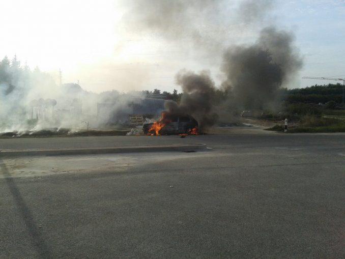 Auto in fiamme a Montà, illeso il conducente 3