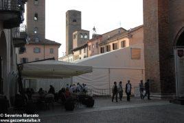 """Fa discutere il grande """"capannone"""" montato in piazza del Duomo"""