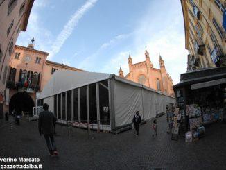 """Fa discutere il grande """"capannone"""" montato in piazza del Duomo 3"""