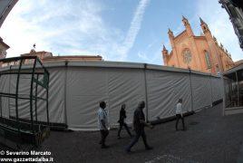 """Fa discutere il grande """"capannone"""" montato in piazza del Duomo 4"""