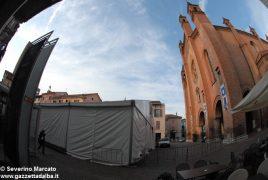 """Fa discutere il grande """"capannone"""" montato in piazza del Duomo 5"""