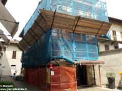 I decori del Settecento emergono in un palazzo in via Pierino Belli 1