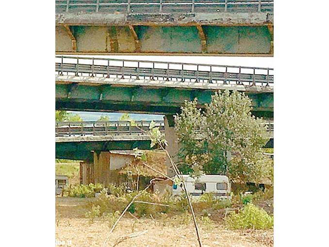 roulotte sotto il ponte