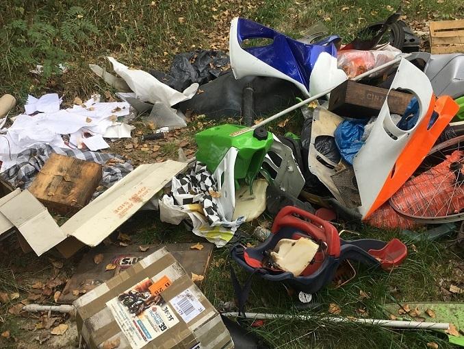 Beccati mentre abbandonavano rifiuti ingombranti in viale Masera e al lago san Biagio
