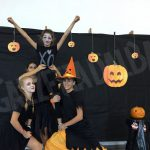 Festa in maschera a tema Halloween per le cheerleader