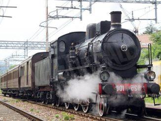 Viaggio con il treno a vapore da Torino ad Alba per la Fiera e i mercatini natalizi nel Roero