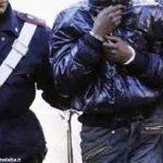 Evade dai domiciliari e i Carabinieri lo arrestano