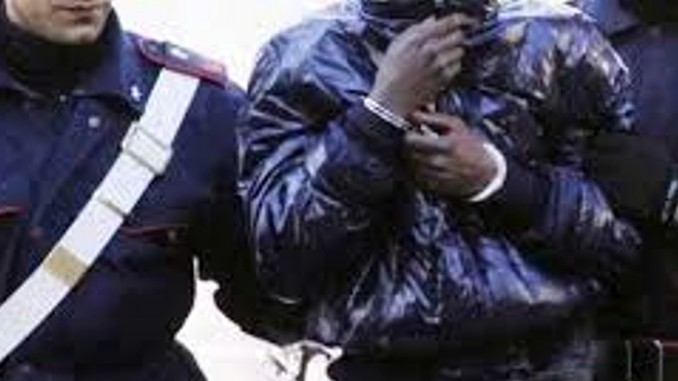 Evade dagli arresti domiciliari, i Carabinieri lo arrestano