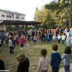 Un grande girotondo per i nonni all'asilo di Mussotto. Ecco le foto