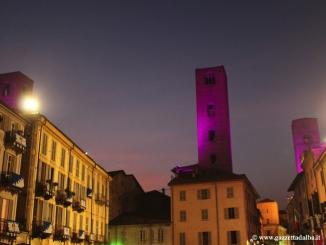 Alba: le torri di piazza Risorgimento si illuminato con i led colorati