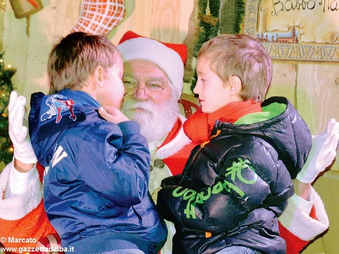 Babbo Natale e bimbi Cellario