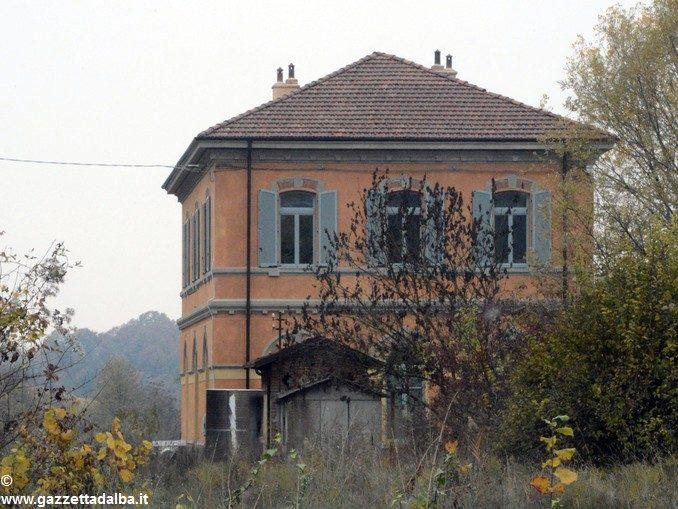 Aree e immobili della stazione di Santo Stefano Belbo sono in vendita 1