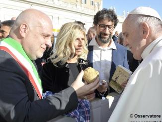 Consegnato a Papa Francesco un tartufo da tre etti