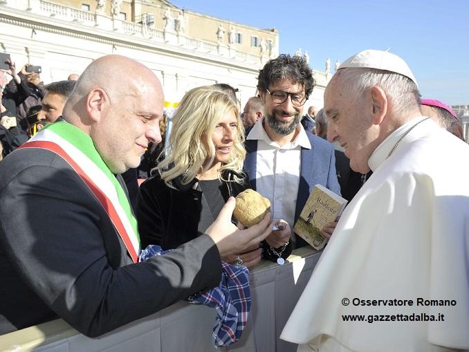 Tartufo Papa Francesco_ph_Copyright Osservatore Romano_6