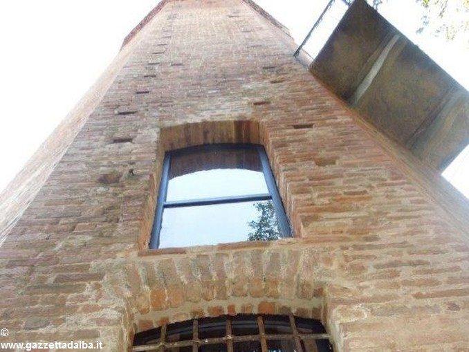 La torre decagona di Corneliano presto sarà agibile all'interno 2