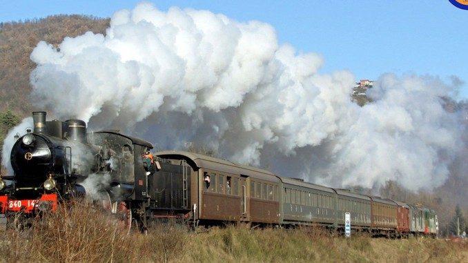 Il treno di Natale è pronto a colorare la ferrovia turistica del Tanaro