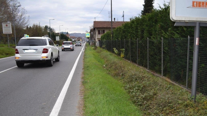 Alba: iniziano i lavori per realizzare il marciapiede tra la rotonda di strada Missione e Casa Pina