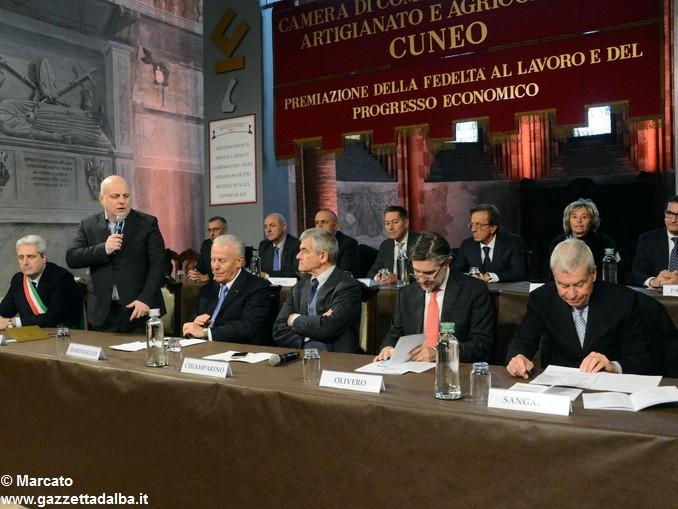 CAMERA DI COMMERCIO PREMIAZIONE Da sx Borgna-Marello-Dardanello-Chiamparino-Olivero-Sangalli 12