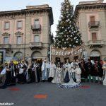 Le foto della terza domenica d'Avvento ad Alba tra musica e figuranti in costume
