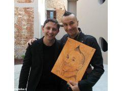 Giovanni Botta, una Bic e una tavola di legno per la magia di un ritratto