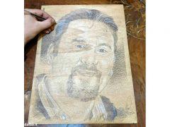 Giovanni Botta, una Bic e una tavola di legno per la magia di un ritratto 1