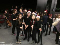Una festa di note per il concerto di Natale della media Pertini 2