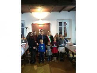 Premiati i giovani autori dei disegni scelti dal Comune per le cartoline di auguri natalizi